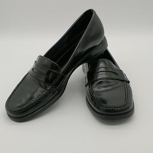 "G.H. Bass ""Alecto"" Weejuns Black Leather Loafers"